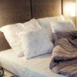 Rustykalny minimalizm w sypialni